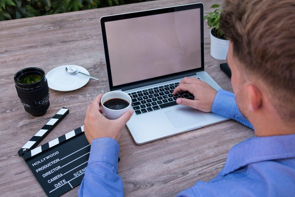 digitalizzazione new media aumentare business teroro agency 1024x683 - Digitalizzazione: usare i new media per aumentare il proprio business